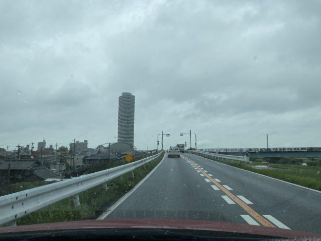 雨の日に運転する際の注意点