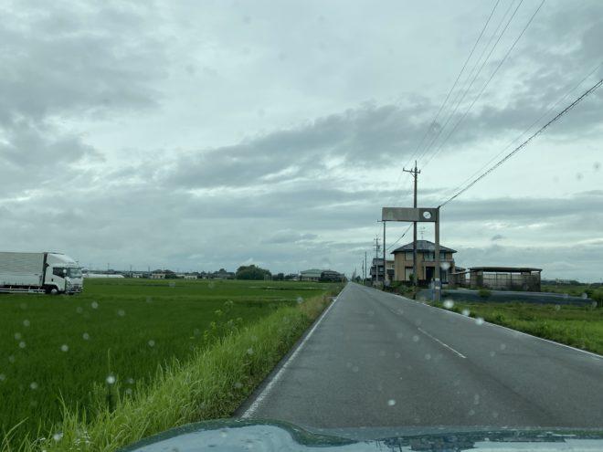 田んぼ道の運転